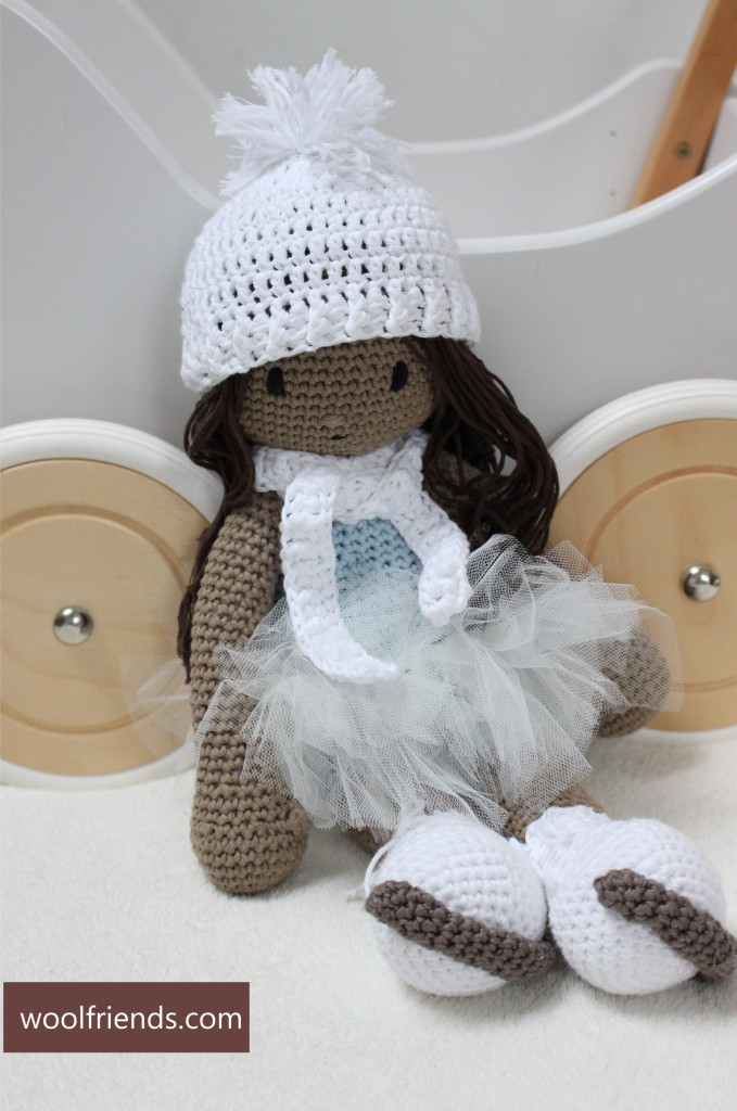 szydelkowa lalka lyzwiarka