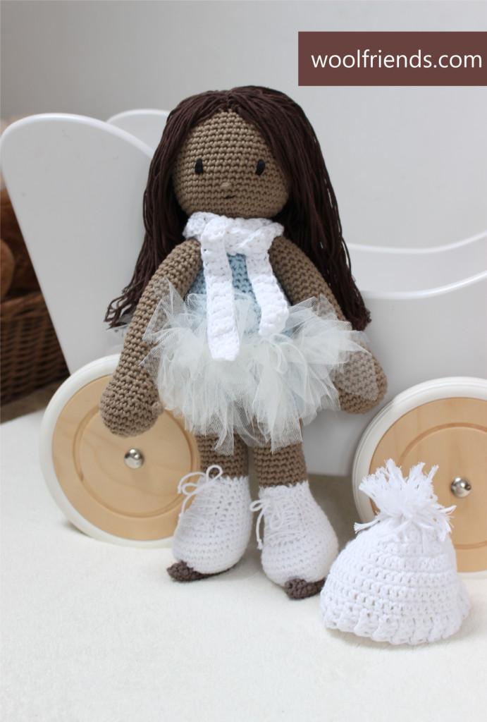 lalka szydelkowa na lyzwach
