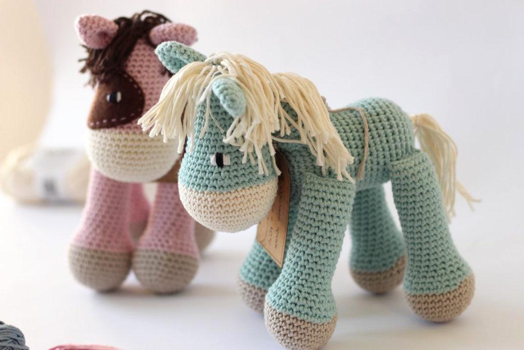 szydelkowe konie bok