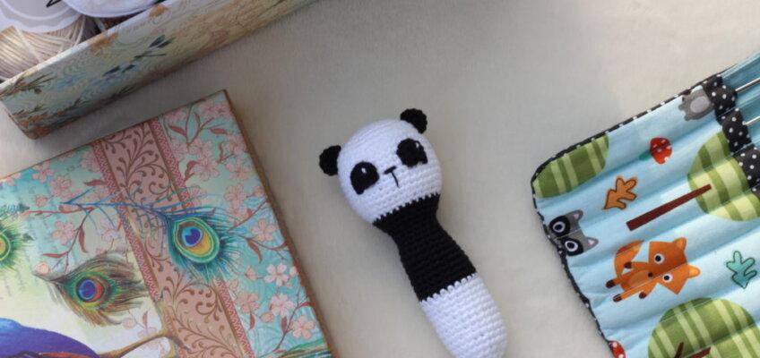 Szydełkowa grzechotka miś panda